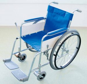 """<font style=""""font-weight:normal;"""">車イス(標準型自走式)での使用例</font><br>"""