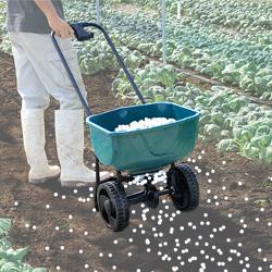 農業・園芸用運搬台車 (一輪台車・ホース台車・チェアカー・飼料・肥料散布台車)飼料・肥料散布台車 散布イメージ