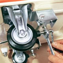 ストッパー付運搬台車(スチール製・スチール製ビッグボディ・アルミ製)ボルト調整で簡単に直せます。